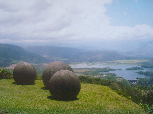 Stone_spheres_of_Costa_Rica._Reventazon_River_view