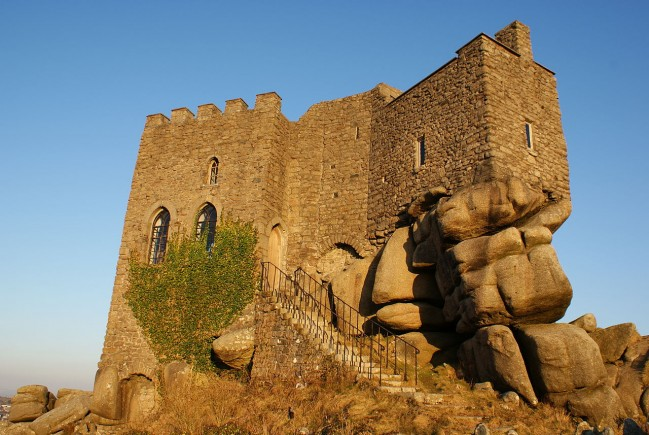 Carn_Brea_Castle_-_Cornwall,_England_-_10_March_2010