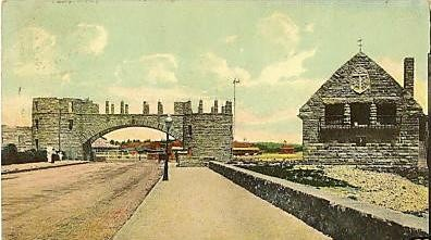 Narragansett_Towers_Casino_ruins_and_lifeguard_station