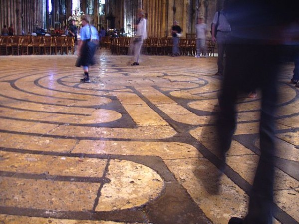 640px-Labyrinth_at_Chartres_Cathedral.JPG