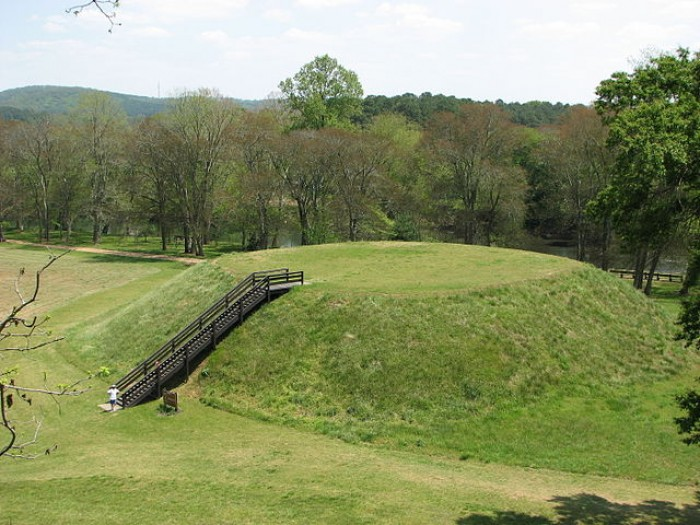 640px-USA-Georgia-Etowah_Indian_Mounds-Mound_B.jpg