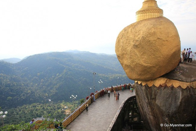 Mount_Kyaiktiyo_(the_Golden_Rock)_04.jpg