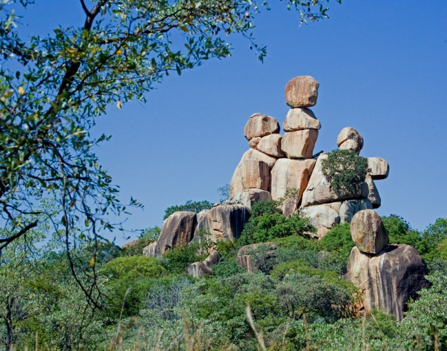 Balancing_Rocks_in_Matopos_National_Park.jpg